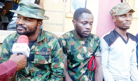 Dismissed soldier, 22 others arrested for robbery, kidnapping_5e03e3869e098.jpeg